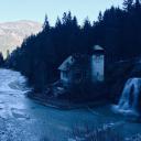 Дом у водопада